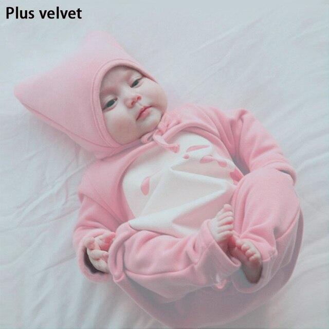 2016 новый зима с съемный колпачок Плюс бархат Сгущает Серый и Розовый новорожденного мальчика одежды комбинезоны наборы для ребенка