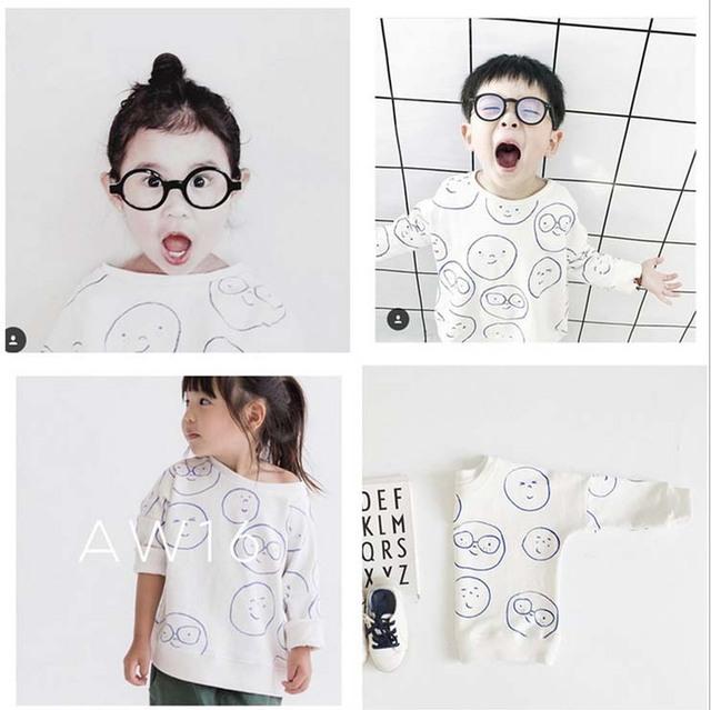 Ins * 2017 do bebê das meninas dos meninos 100% algodão camisolas óculos sorriso padrão manga comprida crianças suave cute & moda Tops grátis grátis