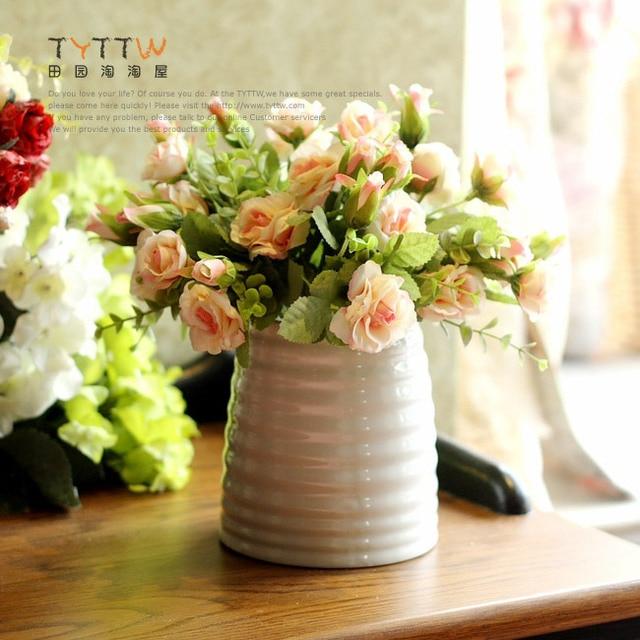 Modern Minimalist White Ceramic Vase With A Narrow Mouth Stripes