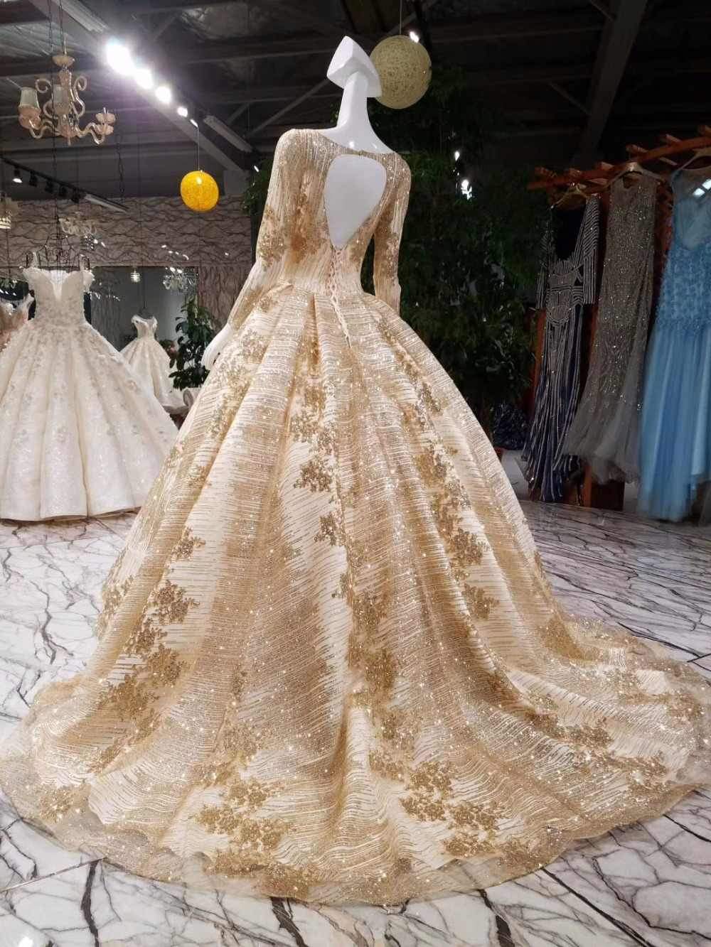 Gold Wedding Dresses.Aolanes Luxury Lace Crystals Appliques Arabic Champagne Gold Wedding Dresses Red Gold Bridal Gown 2018 Long Train Bridal Dresses
