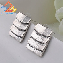 (1pair / lot) 100% Eco-Friendly Zinc Alloy Multi-Level W Earrings