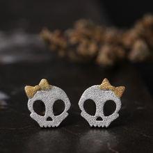 Женские серьги гвоздики из серебра 925 пробы с бантом и черепом