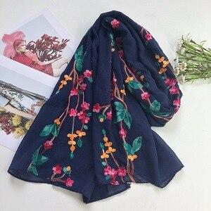 Image 4 - NIEUWE Vrouwen Vlakte Effen Geborduurde sjaal moslim hijaabs sjaals islamitische mode wraps bandana sjaals heads 10 stks/partij snelle verzending