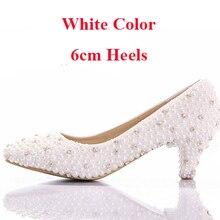 08a557c70d Branco Pérola Gatinho Calcanhar 2 polegadas Confortável Sapatos de Festa de  Casamento Mãe dos vestidos de Noiva de Cor Branca Sa.