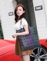 2019 New Women bag Casual totes Geometric Shoulder Bags Pearl Geometric bag 8*8 luminous hologram bag Large Cacpacity