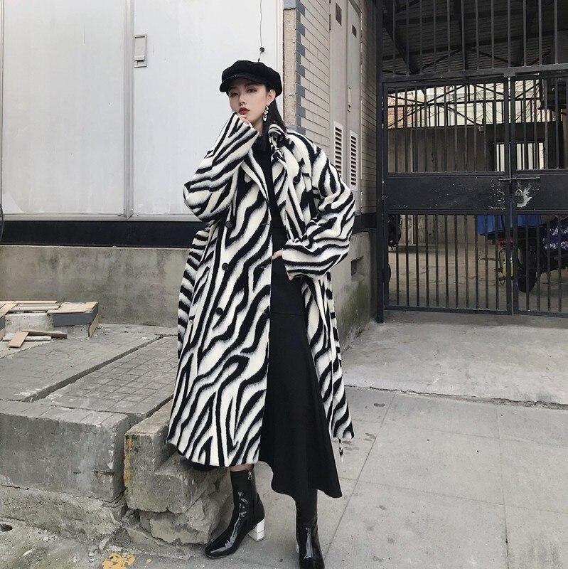LANMREM 2019 جديد طية صدر السترة سميكة زيبرا المشارب المطبوعة الصوف فضفاضة طويلة نوع معطف أنحاء الركبتين سترة للنساء كبيرة حجم QF039-في صوف مختلط من ملابس نسائية على  مجموعة 1