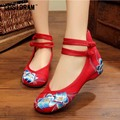Embroidered Women Casual Shoes National Flower Women Flats 2017 Spring Autumn Female Footwear Chinese Style Flat Shoes SNE-321