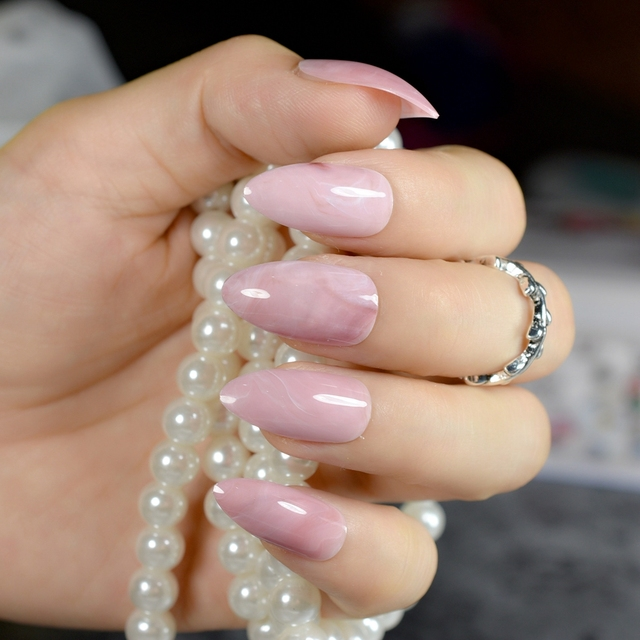 almond design artificial nail art
