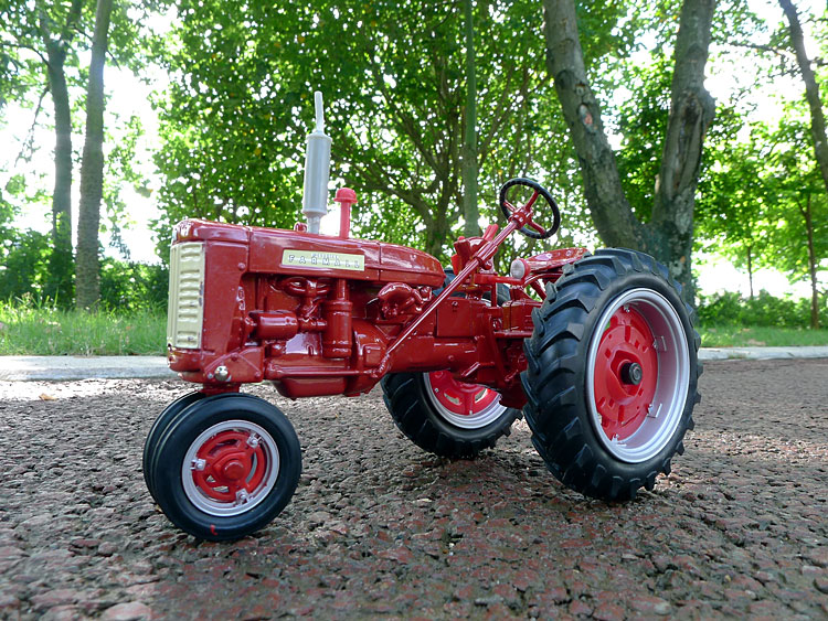 Classic Case FARMALL 230 Tractor Farm alloy car models US brand ERTL 1:16 gifts 1 32 ros fiatagri g240 tractor models alloy car models favorites model