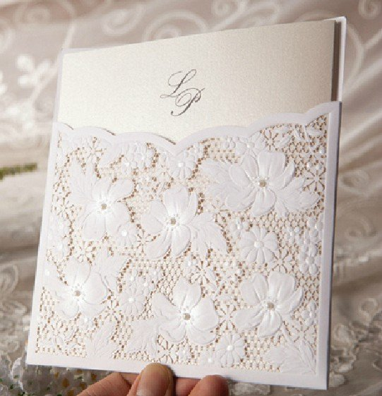 Exquisit Beige Wand ~ Beige exquisite embossed laser cutting wedding invitation
