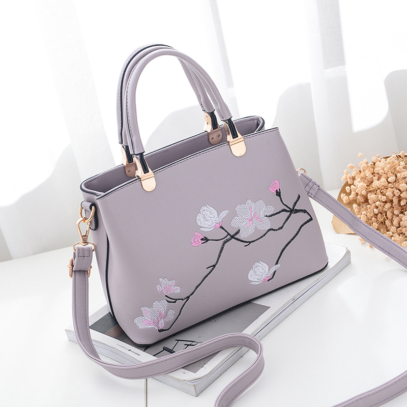 4ddc22ad9d5f Image 2017 luxury handbags women bags designer bag elegant messenger High  Quality bolsa feminina leather embroidered
