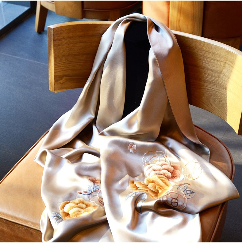 Famous ancient embroidery art new 2019 long embroidered shawl female Su embroidery silk handmade scarf shawl