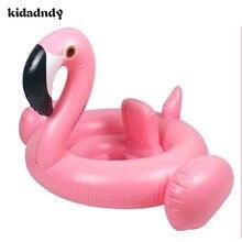 Bayi berenang berenang 1 hingga 3 tahun anak-anak puting angsa flamingos angsa putih dengan bayi ketiak tebal duduk di sekitar LMY912