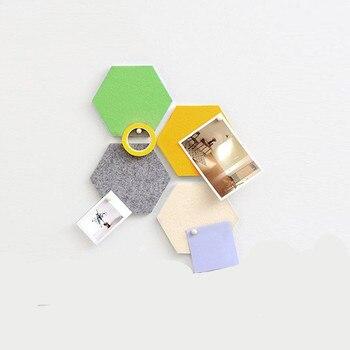 Placa de pared de fieltro hexagonal autoadhesiva personalizada con pegamento trasero 3d Pared de mosaico decorativo de pared ESTÉREO