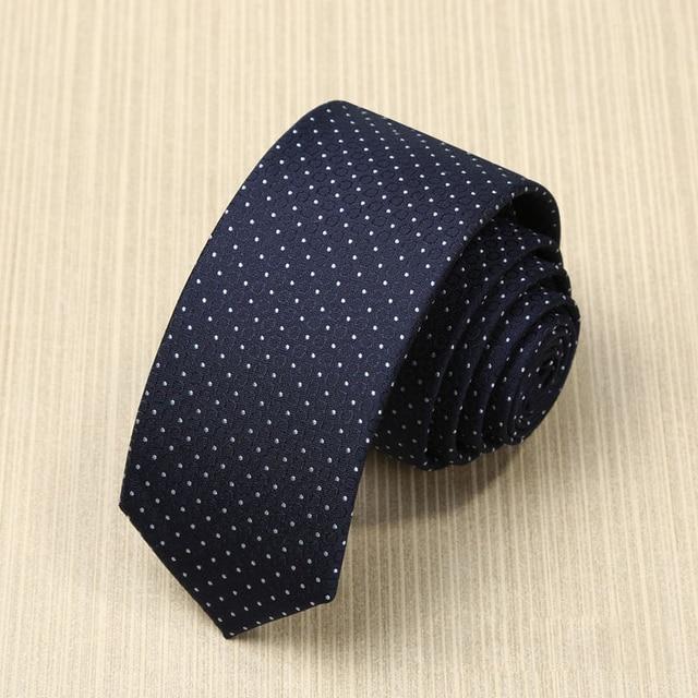 2017 Nueva Moda Corbata para Los Hombres Azul Marino 5 CM Delgado Cuello lazos Gravata Lazos para Trajes de Boda de Los Hombres de Lunares con el Regalo caja