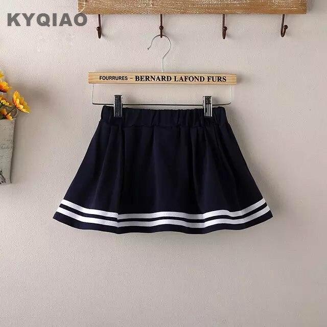Девушки в форме мини юбке