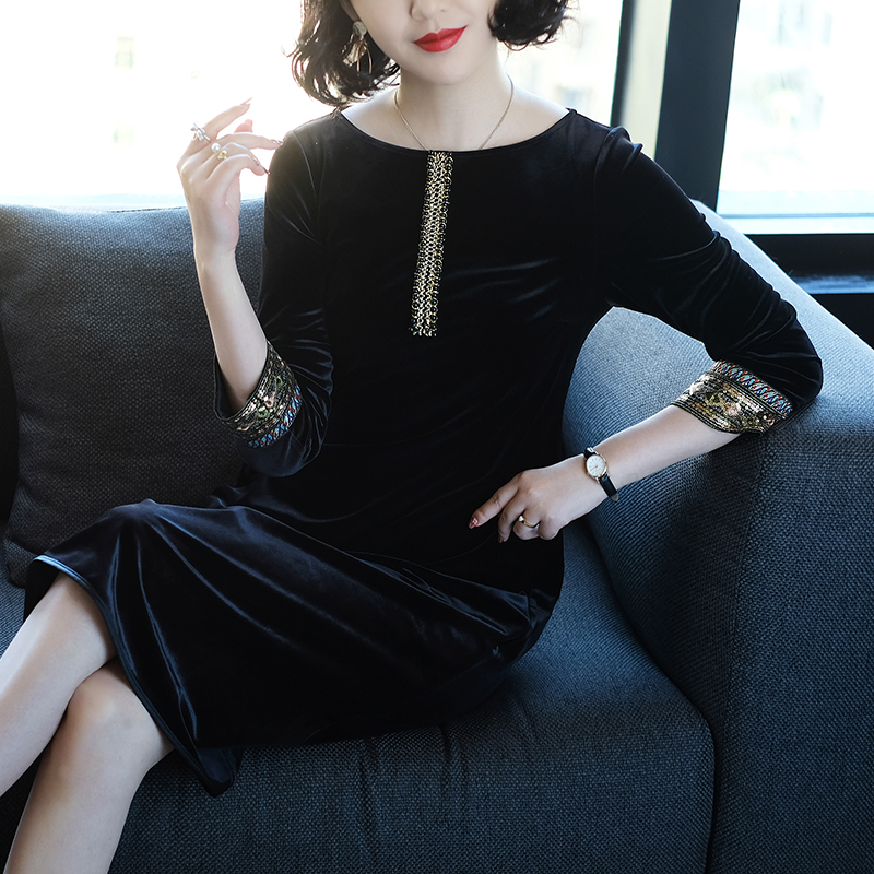 Gold Velvet Dress Autumn Winter New Solid Color Round Neck Official Lady Basic Clothes 2018 Women Fashion New Seven Sleeve