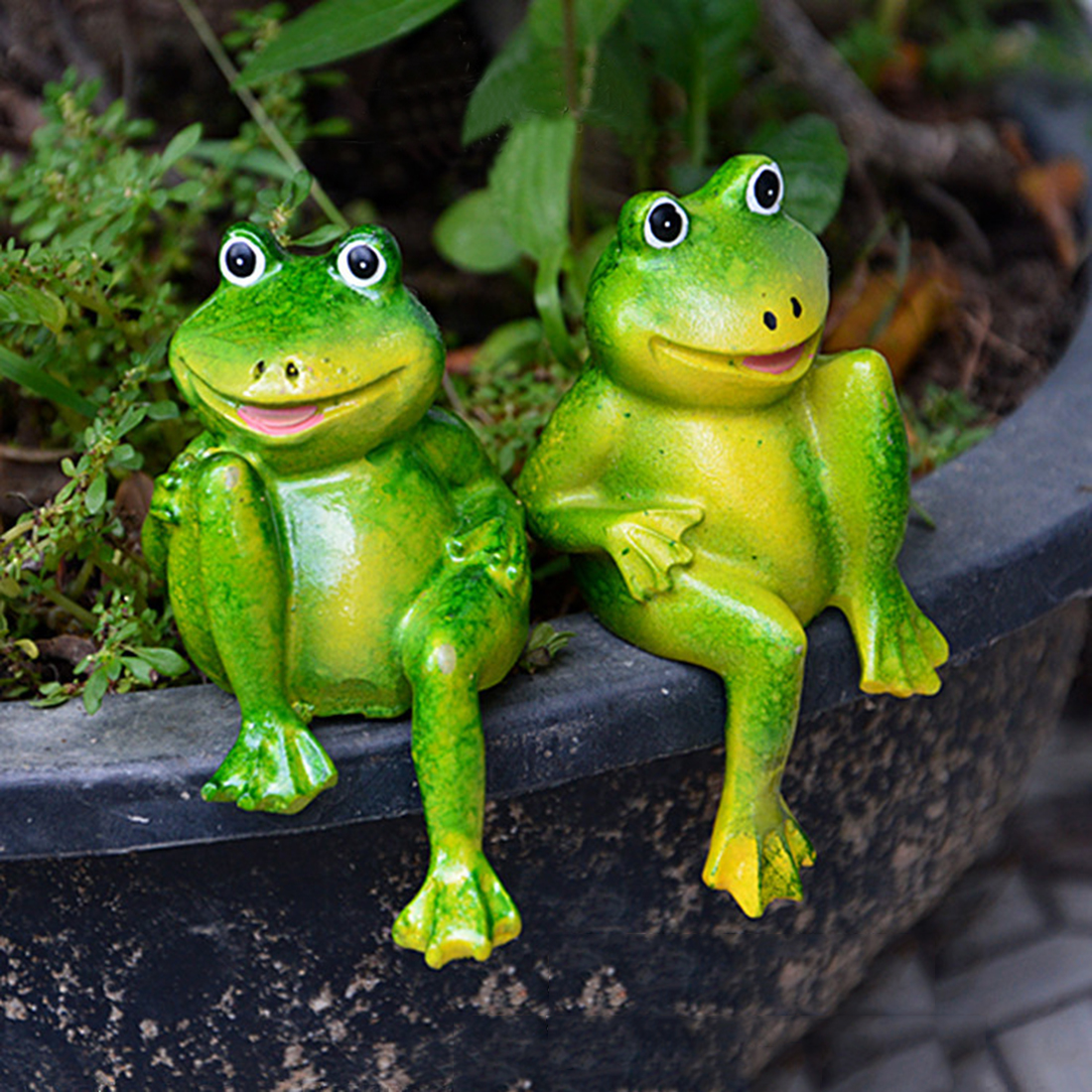 US $9.9 9% OFF9Pair Cute Resin Sitting Frogs Statue Garden Decorative  Frogs Sculpture For Home Desk Garden Decor New Small Spotted FrogsGarden