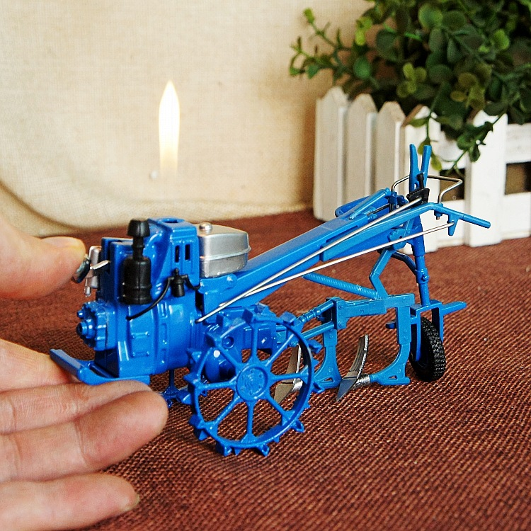 The new agricultural tractor ploughing model excavator driver gift lighters,Craft gift. Decorative metal lighters