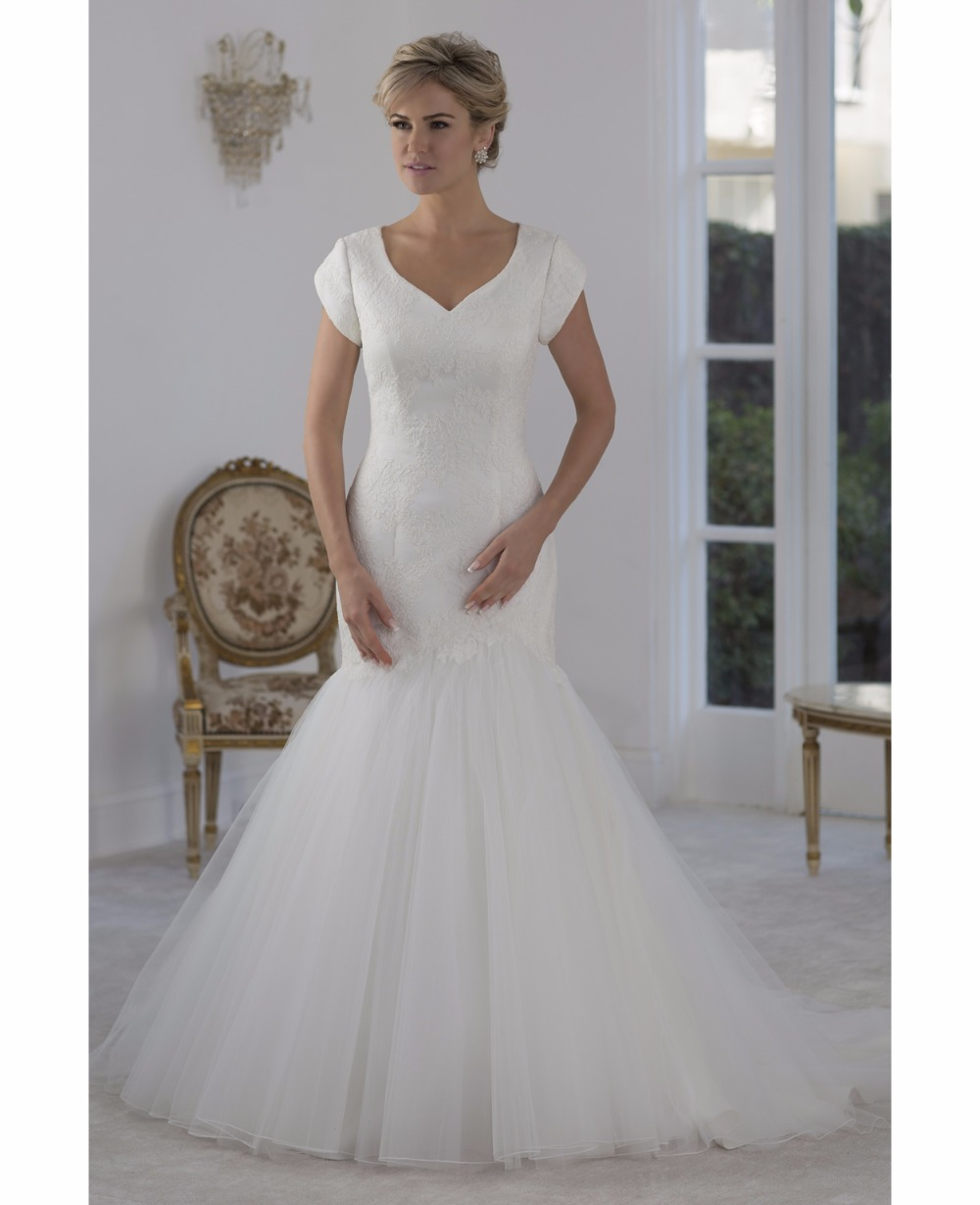 Tulle Overskirt Wedding Dresses Mermaid Bateau Neck Simple: 2019 Simple Vintage Lace Tulle Mermaid Modest Wedding
