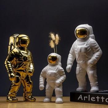 Creative Astrononaut Sculpture