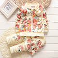 Бесплатная доставка, 2015 фирменный комплект одежды младенца хлопок девушка цветок костюм ( пальто + брюки ) осенние износ открытым промежность
