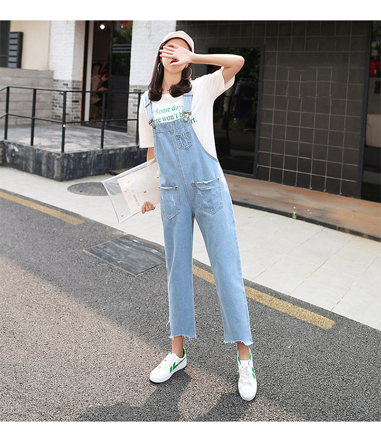 Stylish suspender jeans. College style, casual denim pants. (31)