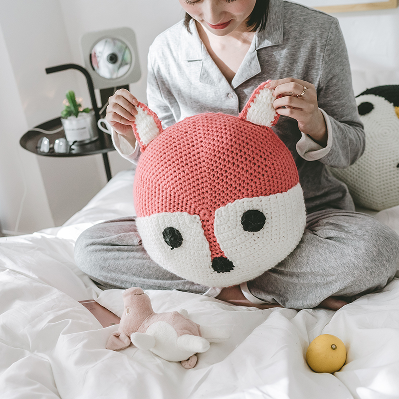 Cartoon Knitted Back Cushion for Kids Cute Fox Penguin Panda Dog Style Round Decoration Cushions with Core Gifts for Gril Boy