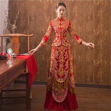 af8e79446a19 Rosso Cinese Abito Da Sposa Femminile Manica Lunga Cheongsam Ricami In Oro Phoenix  Vestito Tradizionale Cinese Delle Donne Qipao.