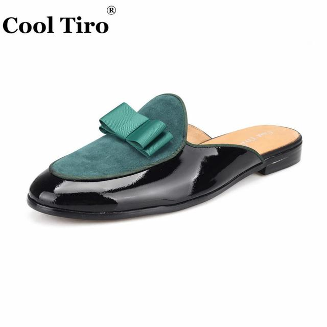 Cool Tiro Bow Tie Men Mules Slippers Slip-On Flats Black Patent leather Stitching Green Suede Handmade Casual Shoes Indoor outdo