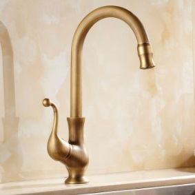 Antique Brass Finish Kitchen Faucet Bronze Single Handle Hot and Cold Water Kitchen Sink Tap 360 Swivel Bathroom Sink Mixer Tap фото