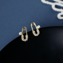 Unique Designer Golden Paperclip Safety Pin Stud Earrings Fashion Elegant Women Jewelry Zircon Imitation Pearl Earring stud earings fashion jewelry 2019 alloy star funny earring for women girl open ear pin safety pin earrings pendientes minimalist