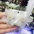 Новый высокое Качество белый большой серьги стержня акриловые цветочный кристалл невесты свадебное серьги стержня Рождественский подарок ювелирные изделия