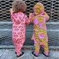 2017 Niño niña mamelucos sping bebé algodón de las pc de los mamelucos del bebé Papas fritas Corazones Impresos mono bebe mono del bebé pijamas