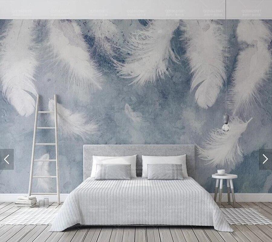 обои с перьями в интерьере спальни