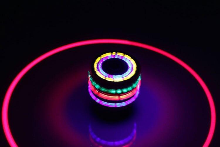 Горячий светодиодный мигающий музыкальный деревянный модный разноцветный смешанный супер гироскоп Beyblade spin top toy