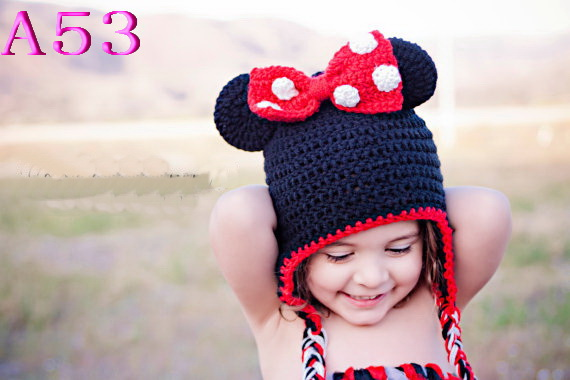 2018 New Cartoon Mickey Minnie Baby Hat Hand Crocheted Infant Newborn Earflaps Beanie Cap Photography Props Christmas gift