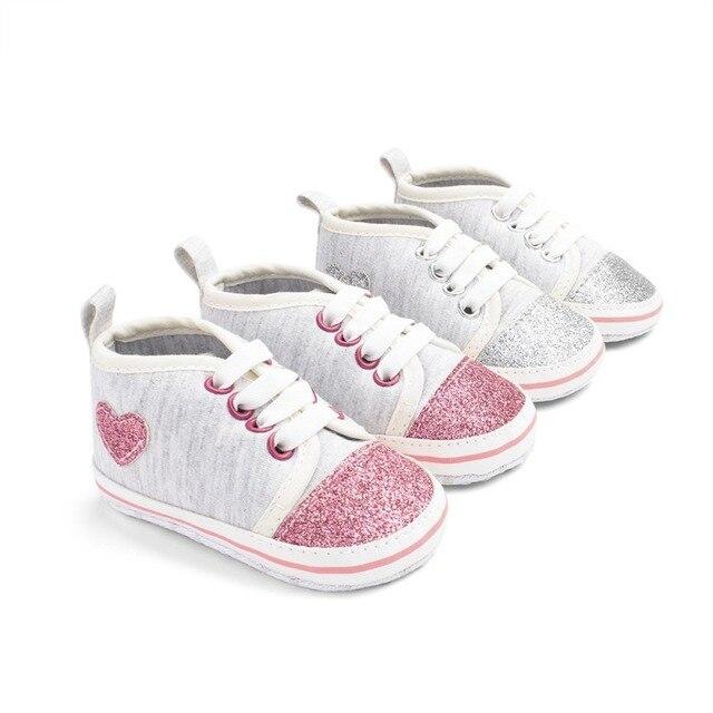 מבריק לב צורת תינוקת נעלי יילוד כותנה ראשון הליכונים רך תחתון תינוק נעלי ספורט מזדמנים נערי נעליים