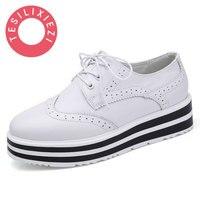 2017 بيضاء أحذية الارتفاع زيادة أحذية نسائية عادية أسود أسافين حذاء المشي الأحذية للإناث تنفس سميكة القاع