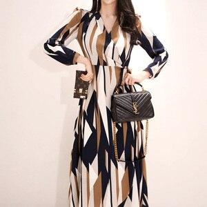 Image 3 - H Han Queen Sexy rayé imprimé robe femmes 2018 automne Style coréen col en v nœud pansement robes lâches Vintage longue balançoire robes