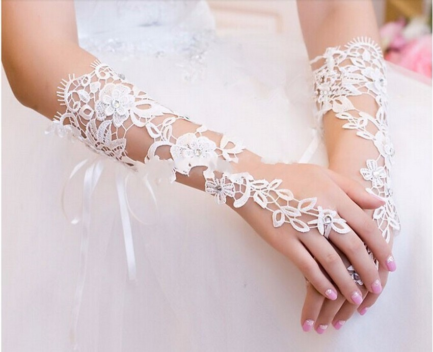 In Stock 2019 Hot Sale Ivory Wedding Gloves Lace Beaded Fingerless Free Size Wedding Accessories Bridal GloesX07014
