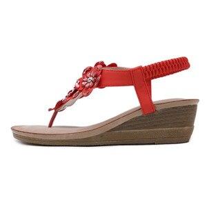 Image 2 - BEYARNE sandalias de cuña para mujer, chanclas bohemias Oxford con flor de cristal a la moda, sandalias de playa suaves étnicas 35 42E614