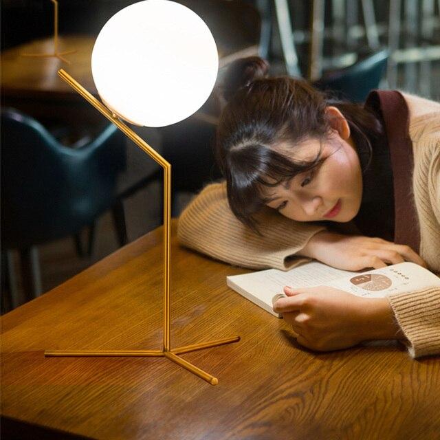 Marque Eclairage Lampe De Bureau Spherique Conception Livre Lumieres