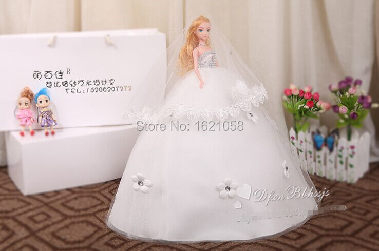 2015 Top Quality Handmade New Glitter Gemstone Cartoon Bride Doll in Trailing  Wedding Dress 6 Joints Moveable Fashion Gift-in Dolls from Toys   Hobbies  on ... 963c7a613d02