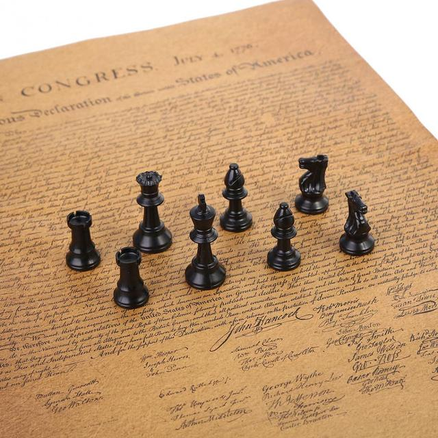 32 pièces d'échecs médiévales noir et blanc complet 64/77mm plastique  5