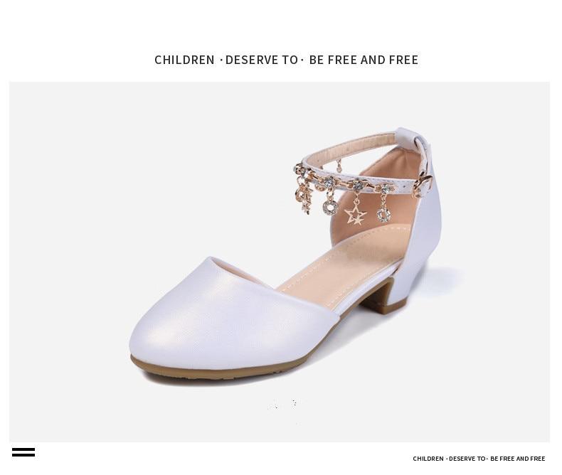 Novas crianças branco sapatos de salto alto