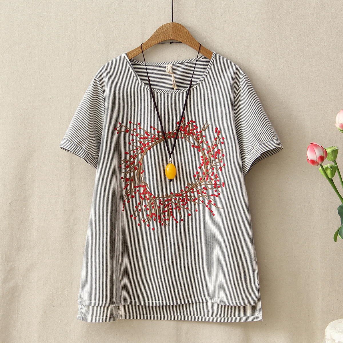 Summer Vintage Tees Tops Femme Short Sleeve Grey Loose Clothes 2018 Retro Floral Embroidery Cotton Linen T-Shirt Women Comfort