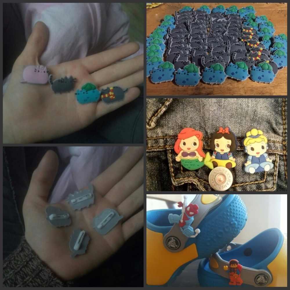1 Pcs PVC Ikon Kartun Mickey Bros Pin Lencana Minnie Lucu Tokoh Anime Pin Tombol Lencana Ransel Pakaian Topi Dekorasi anak-anak Hadiah