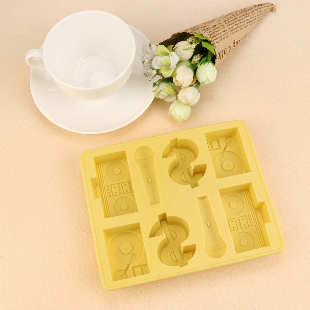 2017 Hot New Product Personality Interesting Silicone Pattern Characters Ice Plate New Ice Patch Tray Mold Ice Lattice
