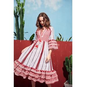 Image 2 - ARTKA 2019 קיץ חדש נשים שמלה משובצת 100% כותנה חצי שרוול ציצית V צוואר ארוך שמלת גברת אלגנטית בוהמי שמלות LA11091X